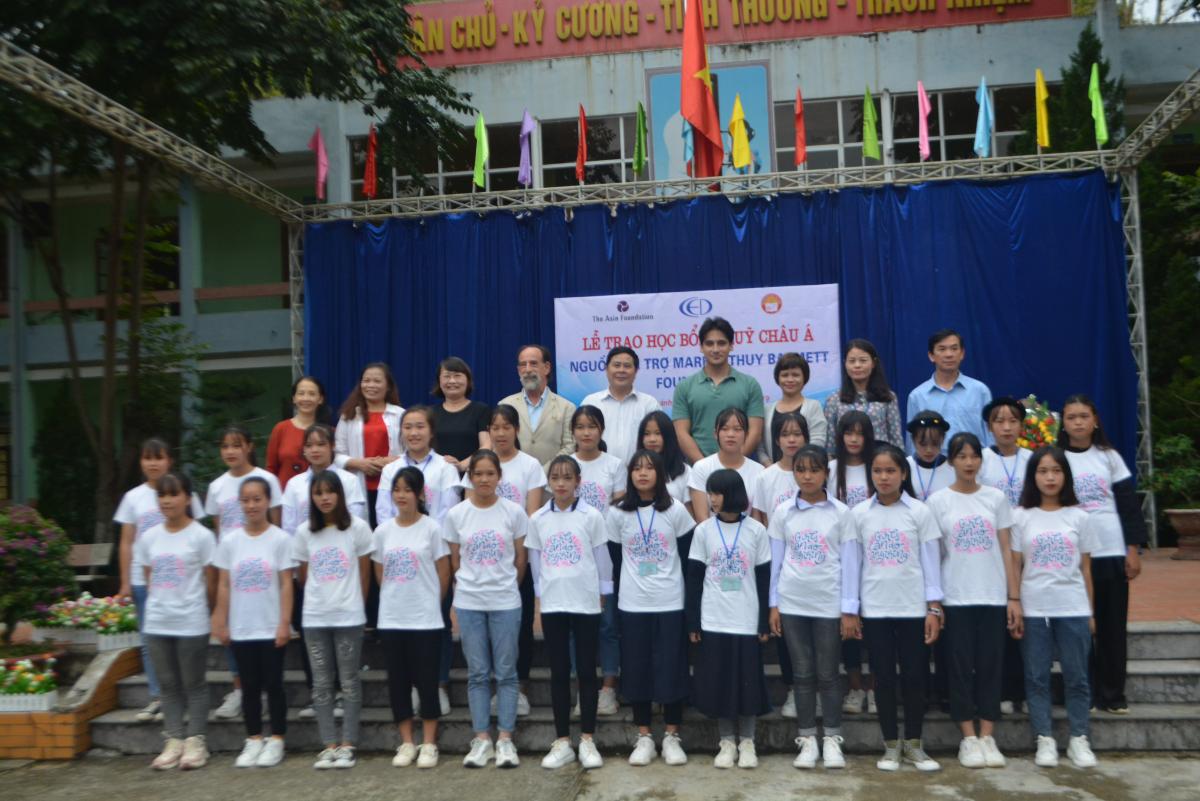 60 em nữ sinh THPT tỉnh Cao Bằng nhận học bổng Quỹ Châu Á nguồn từ Quỹ Mark and Thủy Barnett