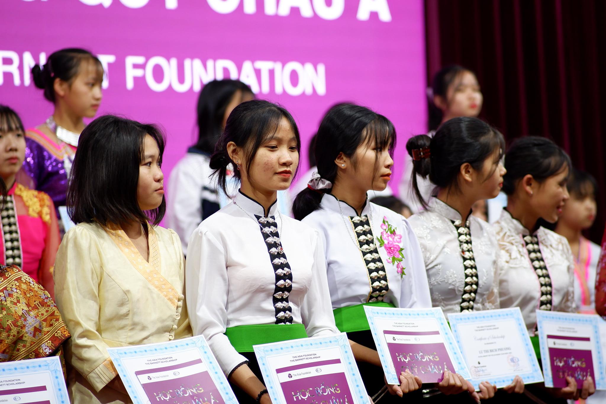 Trao học bổng Quỹ Châu Á, Nguồn Mark & Thuy Foundation cho 100 nữ sinh tại Điện Biên