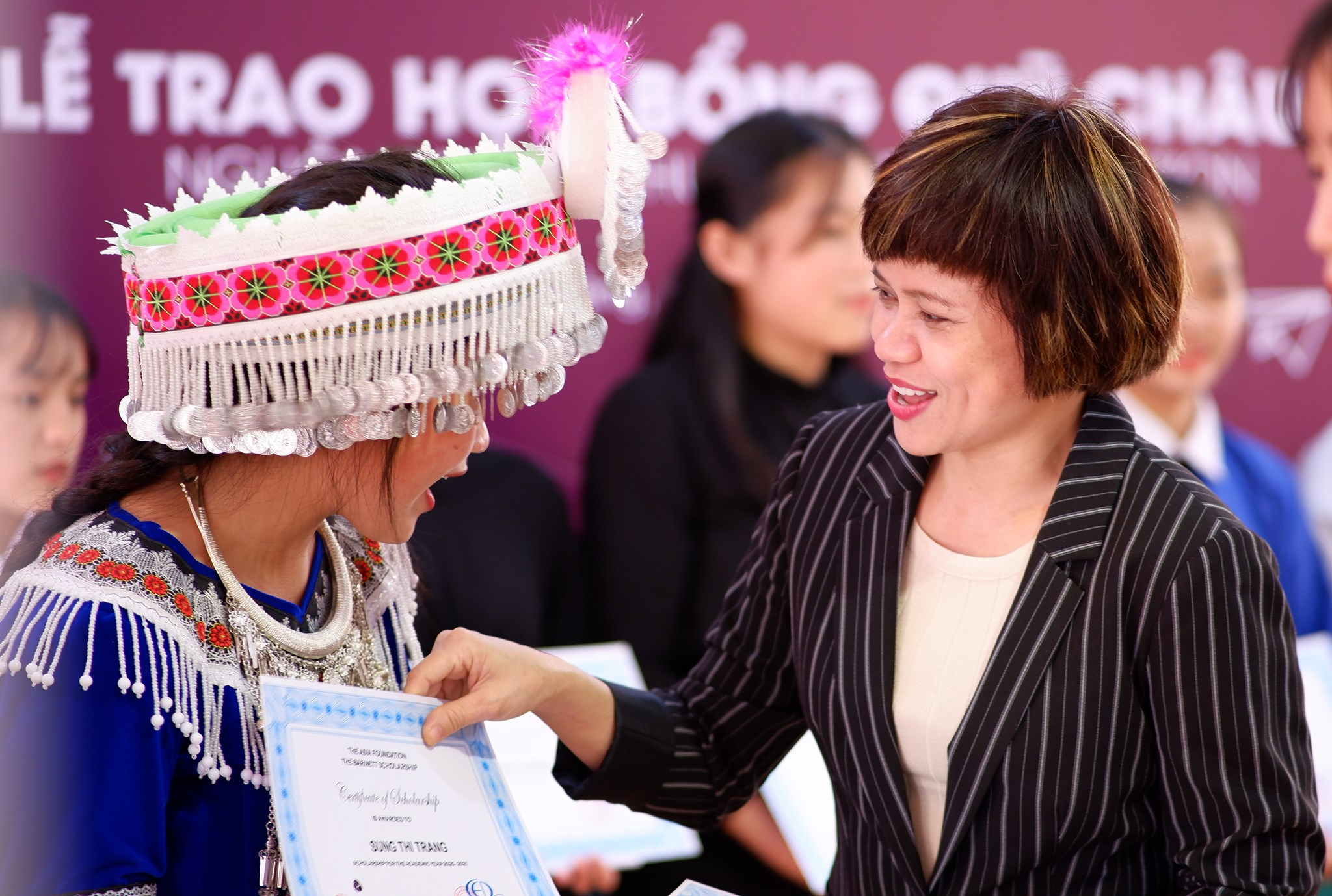 Trao học bổng Quỹ Châu Á, Nguồn Mark & Thuy Foundation cho 110 nữ sinh tại Cao Bằng